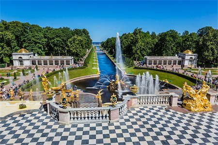 Overview of the Samson Foutain and the Grand Cascade, Peterhof Palace, St. Petersburg, Russia Photographie de stock - Rights-Managed, Code: 700-07760181