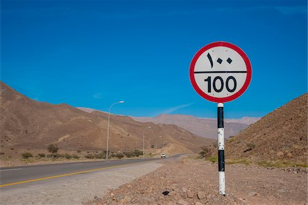 Speed Limit Road Sign with Arabic Writing against Blue Sky, Oman Foto de stock - Con derechos protegidos, Código: 700-07784137