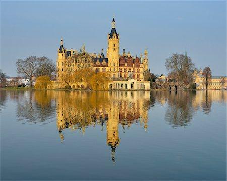 Schwerin Castle reflected in Schwerin Lake, Schwerin, Western Pomerania, Mecklenburg-Vorpommern, Germany Stock Photo - Rights-Managed, Code: 700-07784578