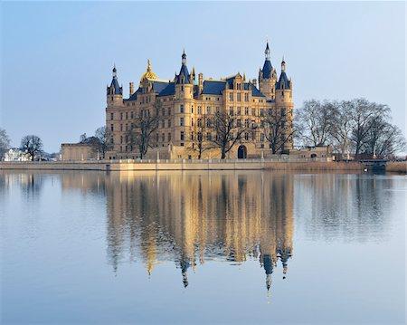 Schwerin Castle reflected in Schwerin Lake, Schwerin, Western Pomerania, Mecklenburg-Vorpommern, Germany Stock Photo - Rights-Managed, Code: 700-07784579