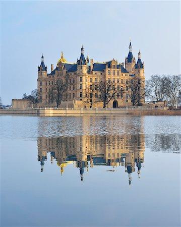 Schwerin Castle reflected in Schwerin Lake, Schwerin, Western Pomerania, Mecklenburg-Vorpommern, Germany Stock Photo - Rights-Managed, Code: 700-07784580
