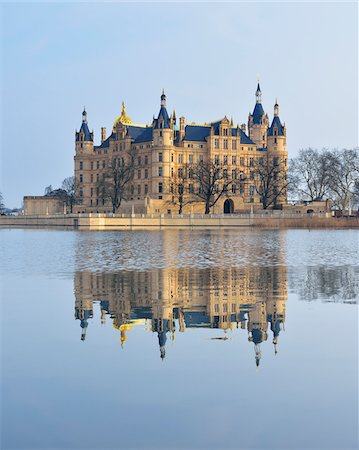 european - Schwerin Castle reflected in Schwerin Lake, Schwerin, Western Pomerania, Mecklenburg-Vorpommern, Germany Stock Photo - Rights-Managed, Code: 700-07784580