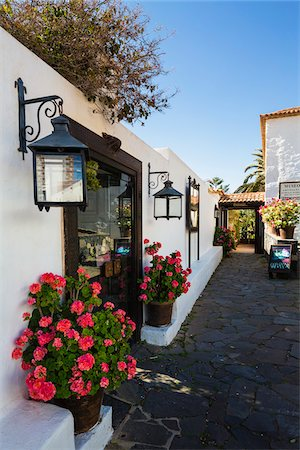 Small alley and white washed buildings of Betancuria, Fuerteventura, Las Palmas, Canary Islands Stock Photo - Rights-Managed, Code: 700-07945294