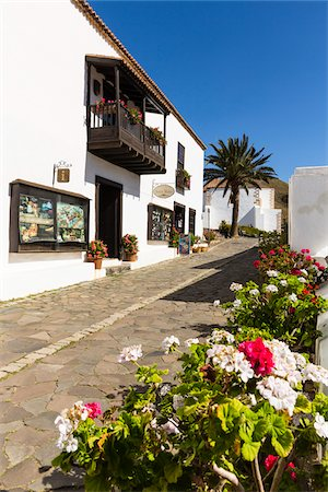 Small alley and white washed buildings of Betancuria, Fuerteventura, Las Palmas, Canary Islands Stock Photo - Rights-Managed, Code: 700-07945293