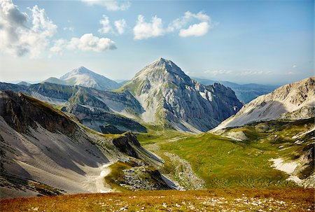 Overview of the Gran Sasso mountain in summer, Gran Sasso and Monti della Laga National Park, Apennines, Abruzzo, Italy Fotografie stock - Rights-Managed, Codice: 700-08102716
