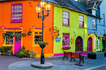 Brightly colored buildings, street scene, Kinsale, County Cork, Ireland Fotografie stock - Rights-Managed, Codice: 700-08146355