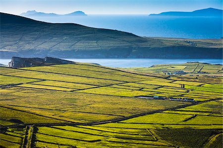 Scenic overview of farmland, Portmagee, along the Skellig Coast on the Ring of Kerry, County Kerry, Ireland Foto de stock - Con derechos protegidos, Código: 700-08146394