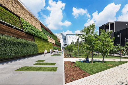 Vertical garden at the Israel Pavilion on the left and the Italy Pavilion on the background at Milan Expo 2015, Italy Stockbilder - Lizenzpflichtiges, Bildnummer: 700-08167358