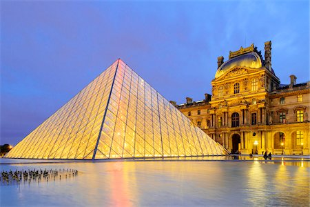 Louvre Pyramid in front of Louvre at Dusk, Paris, Ile-de-France, France Photographie de stock - Rights-Managed, Code: 700-08559859