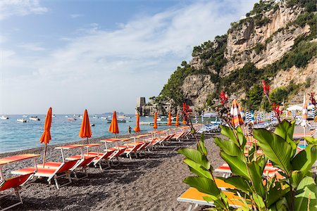 simsearch:400-04638538,k - Colorful umbrellas and loungers on a gravel beach near Positano, Amalfi Coast, Campania, Italy Stock Photo - Rights-Managed, Code: 700-08576151