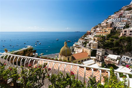 Elevated view of Positano with the Church of Santa Maria Assunta and the Tyrrhenian Sea, Amalfi Coast, Province of Salerno, Campania, Italy Fotografie stock - Rights-Managed, Codice: 700-08576171