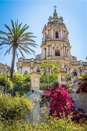 The dome of the baroque Cathedral of San Giorgio with gardens in historical Modica in the Provnice of Ragusa in Sicily, Italy Stock Photo - Rights-Managed, Code: 700-08723124