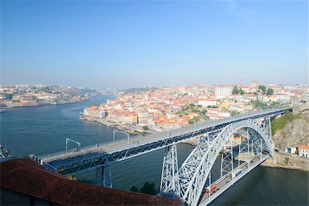 Overview of Dom Luis I Bridge over Douro River with Ribeira in the background, Porto, Portugal Stockbilder - Lizenzpflichtiges, Bildnummer: 700-08865211
