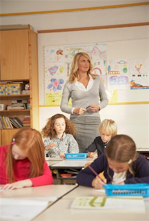 simsearch:600-01184690,k - Teacher and Children in Classroom Stock Photo - Rights-Managed, Code: 700-01119800