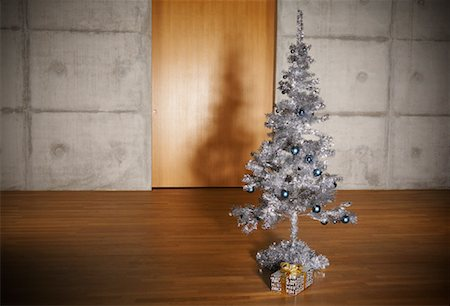 silver box - Christmas Tree in Apartment Stock Photo - Rights-Managed, Code: 700-01223815