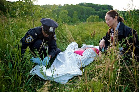 dead female body - Police Officers with Woman's Body in Field, Toronto, Ontario, Canada Stock Photo - Rights-Managed, Code: 700-02348164