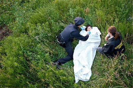 dead female body - Police Officers with Woman's Body in Field, Toronto, Ontario, Canada Stock Photo - Rights-Managed, Code: 700-02348168