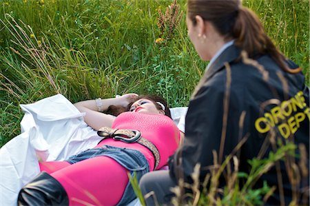 dead female body - Coroner Looking at Woman's Body in Field, Toronto, Ontario, Canada Stock Photo - Rights-Managed, Code: 700-02348201