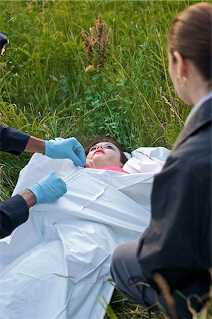 dead female body - Police Officers with Woman's Body in Field, Toronto, Ontario, Canada Stock Photo - Rights-Managed, Code: 700-02348202
