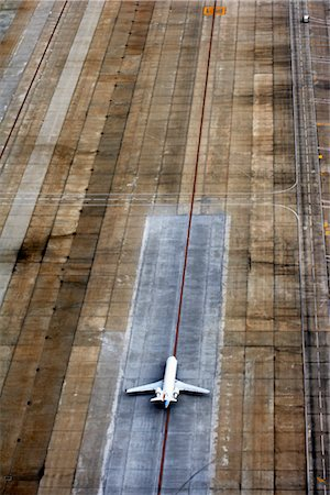 Airplane on Runway, Hartsfield- Jackson International Airport, Atlanta, Georgia, USA Stock Photo - Rights-Managed, Code: 700-02418138