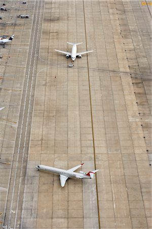 Airplanes on Runway, Hartsfield- Jackson International Airport, Atlanta, Georgia, USA Stock Photo - Rights-Managed, Code: 700-02418139