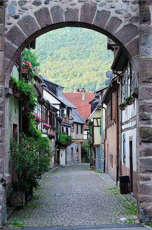 quaint - Old Town of Kaysersberg, Haut-Rhin, Alsace, France Stock Photo - Rights-Managed, Code: 700-02590728