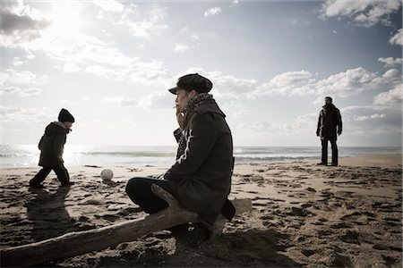 sad lovers break up - Family on Beach in Winter, Lazio, Rome, Italy Stock Photo - Rights-Managed, Code: 700-02757167