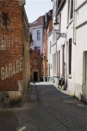 Alley in Brugge, Flanders, Belgium Stock Photo - Rights-Managed, Code: 700-02832959