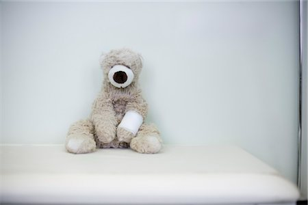 Hurt Teddy Bear Stock Photo - Rights-Managed, Code: 700-03284315