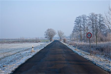 Rural Road in Winter, Diepholz, Lower Saxony, Germany Foto de stock - Con derechos protegidos, Código: 700-03403757