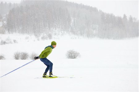 Man Cross Country Skiing, Steamboat Springs, Colorado, USA Stock Photo - Rights-Managed, Code: 700-03439902