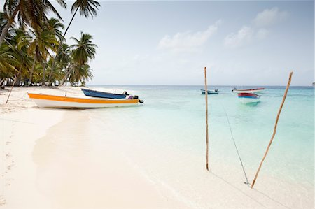 exotic outdoors - Boats on Tropical Beach, San Blas Islands, Panama Stock Photo - Rights-Managed, Code: 700-03466789
