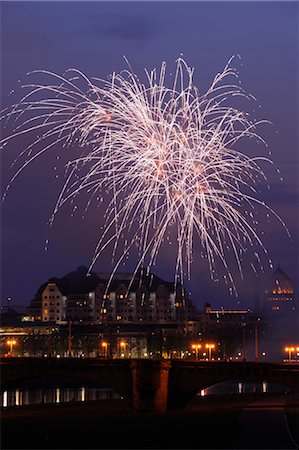 Fireworks in Night Sky, Augustus Bridge, Dresden, Saxony, Germany Stock Photo - Rights-Managed, Code: 700-03484673