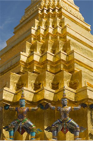 Monkey Warriors in front of Gold Stupa at Wat Phra Kaew, Bangkok, Thailand Stock Photo - Rights-Managed, Code: 700-03586711
