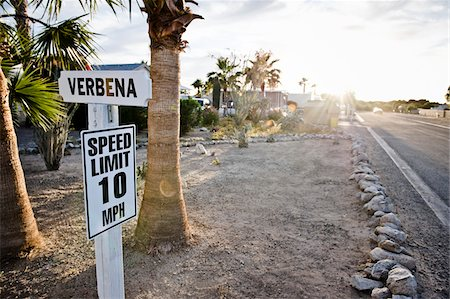 Speed Limit Traffic Sign in RV Park, Yuma, Arizona, USA Foto de stock - Con derechos protegidos, Código: 700-03686143