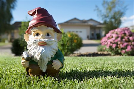 dwarf - Golfing Gnome Statue on Lawn, Pentiction, Okanagan Valley, British Columbia, Canada Stock Photo - Rights-Managed, Code: 700-03697938