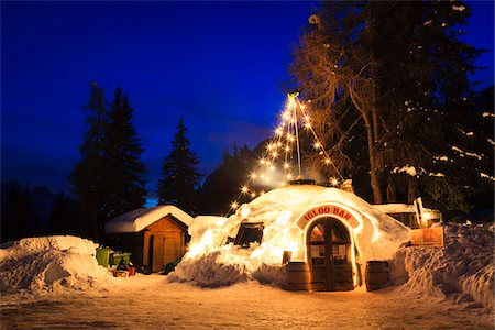european bar building - Illuminated Igloo Bar in Snow, Lago d'Antorno, Dolomites, Italy Stock Photo - Rights-Managed, Code: 700-03865277