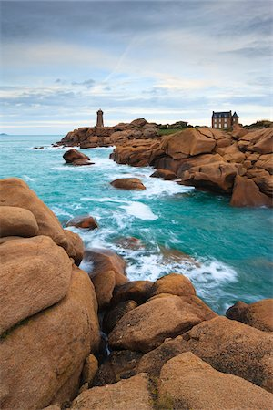 Ploumanach Lighthouse, Cote de Granite Rose, Ploumanach, Bretagne, France Stock Photo - Rights-Managed, Code: 700-03865566