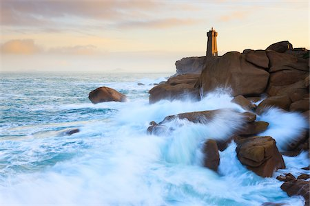 Ploumanach Lighthouse, Cote de Granite Rose, Ploumanach, Bretagne, France Stock Photo - Rights-Managed, Code: 700-03865571