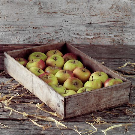 Apples in a Wooden Crate Stock Photo - Rights-Managed, Code: 824-06491243