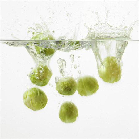 sprout - Brussel Sprouts splashing into water Stock Photo - Rights-Managed, Code: 824-06492034