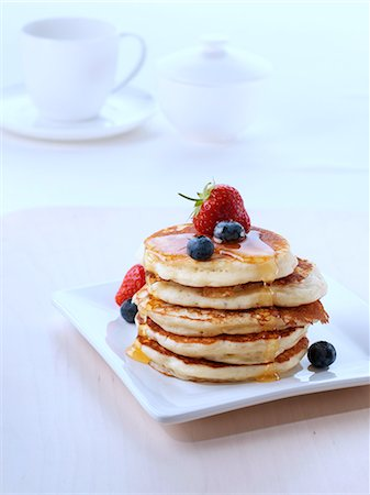 strawberries - A pile of American pancakes with fruit and honey Stock Photo - Rights-Managed, Code: 824-07194031