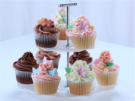 flower graphic - Iced cupcakes on a cake stand Stock Photo - Rights-Managed, Code: 824-07194203