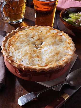 Whole chicken pie Stock Photo - Rights-Managed, Code: 824-07193926