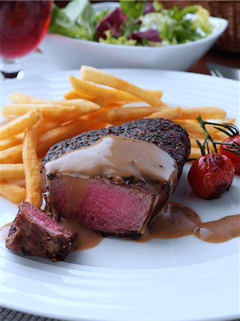 french (places and things) - Peppered fillet steak with French fries Marco Pierre White recipe Stock Photo - Rights-Managed, Code: 824-07585849