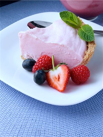 dessert - A slice of pink lemonade pie Stock Photo - Rights-Managed, Code: 824-07586020