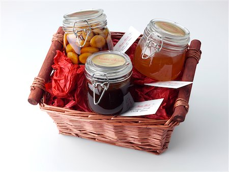 Small hamper Stock Photo - Rights-Managed, Code: 824-02294608