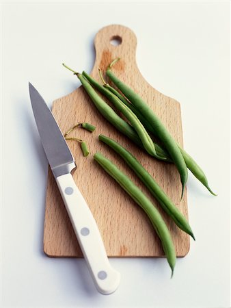 Green beans on a chopping board Stock Photo - Rights-Managed, Code: 825-05814538