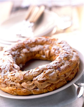 Paris-Brest chou pastry and praline cream cake Stock Photo - Rights-Managed, Code: 825-05987040