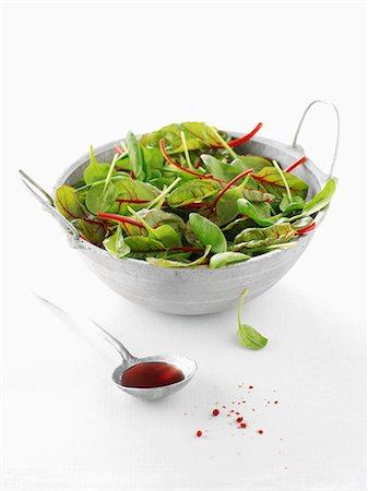 Baby spinach leaf and beetroot leaf salad,spoonful of vinaigar Stock Photo - Rights-Managed, Code: 825-06818227